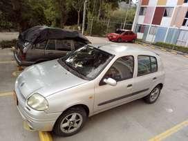 Se vende carro Renault clio con todo al dia