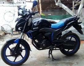 Honda CB150 Invicta