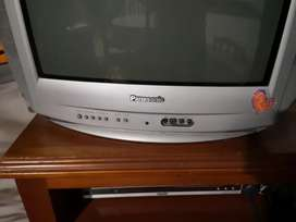 Televisor Panasonic convencional  en buen estado. Versión panaturbo con excelente sonido envolvente.