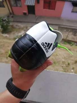Guayos de fútbol talla 32