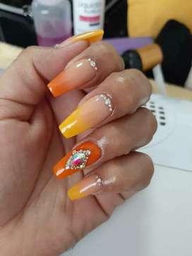 Busco empleo como manicurista profesionaln
