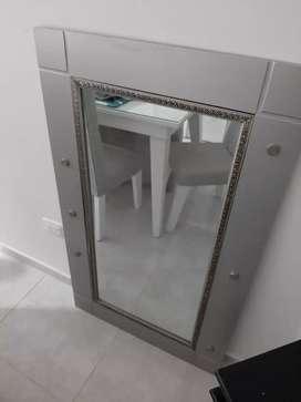 Se vende espejo decorativo plateado