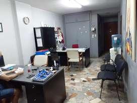 monoambiente 37 mt2.  Barrio Las Cañitas, a una cuadra de Av Libertador. 1º piso, a la calle. Apto profesional.