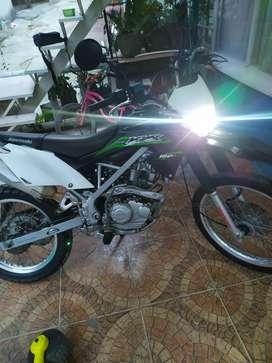 Vendo Kawasaki klx 150 en perfectas condiciones