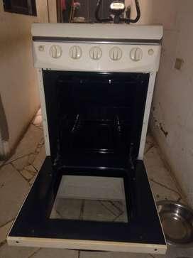 Se vende estufa a gas con horno y gratinador maraca haceb