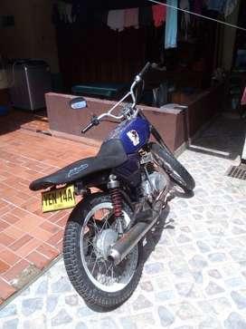 Se vende moto Suzuki AX100, motor japonés, modelo 96, color azul, solo carta de propiedad.
