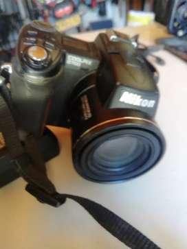 Vendo hermosa cámara Nikon de 8,0 megapíxeles,