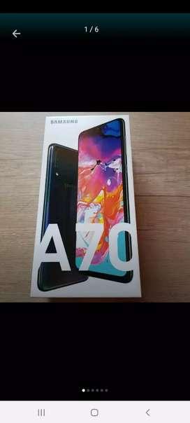 Vendo A70. Mes de uso. Acepto S9 o S10 o iphone 8 o x y pago diferencia