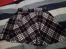 Falda blanco y negro corta talla s