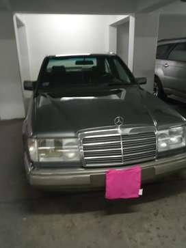 Vendo Mercedes Benz 230E