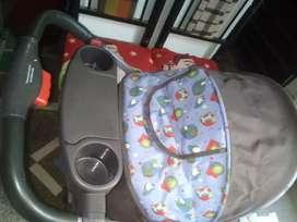 Se vende coche para niño o@ en perfecto estado con forro plástico para que el niño no se moje