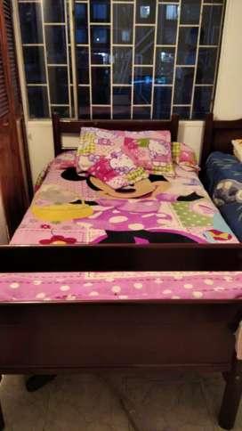 Vendo dos camas una semi doble y una sencilla promocion