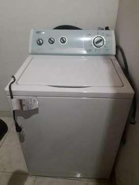 Se vende lavadora en excelente estado de 23 libras