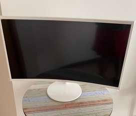 """Monitor curvo Essential de 32"""" con la pantalla curva y diseño blanco"""