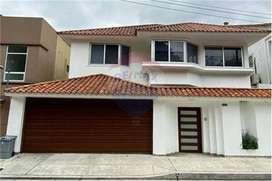 Vendo Casa en Cdla. Las Garzas, junto al C.C. San Marino