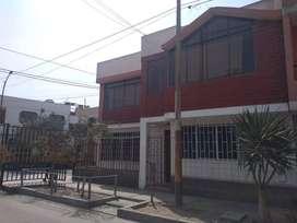 Venta de casa en esquina en San Martin de Porres