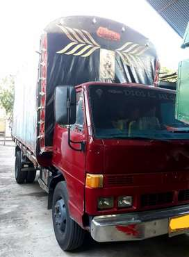 Espectacular Camión Isuzu