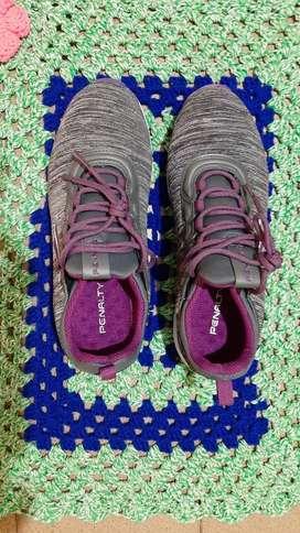 Vendo zapatilla de mujer