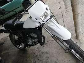 Se vende o permuta a otra moto o tv smart ts 100 montada 125