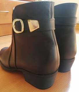 Botín de cuero negro para mujer + envío gratis