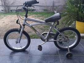 Bicicleta Ben10 con rueditas para niño