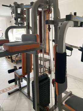 Máquina de gimnasio multifuncional