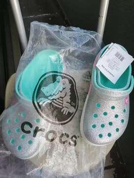 Vendo crocs originales.
