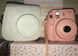 Cámara instantánea instax mini 8 fujifilm - rosada + estuche to go color blanco 10/10