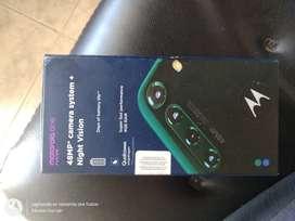 Vendo Motorola one fusión 4 meses de uso en su caja