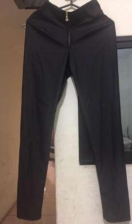 Leggins pantalón tipo cuerina