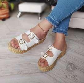 Bellas sandalias de dama
