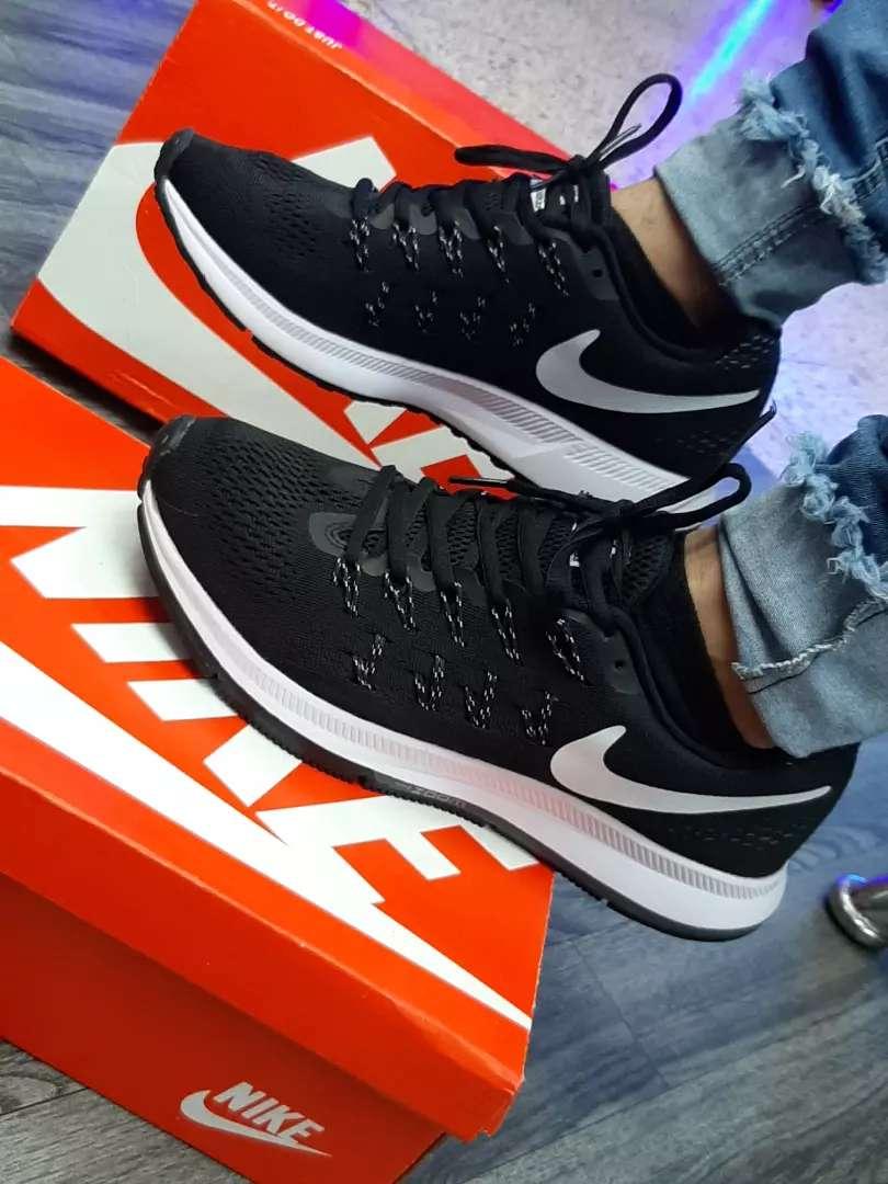 Zapatos deportivos de marca 0