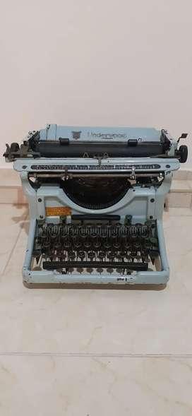Antigua máquina de escribir underwood