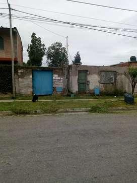 Lindo Terreno Economico con Construccion todos servicios sobre Avda Jokey Zona Oeste Salta Capital