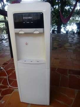 Se vende dispensador solo agua caliente