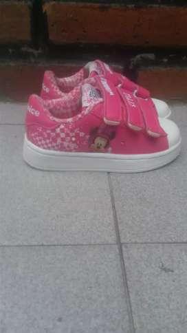 Zapatillas de nena con luces Minnie