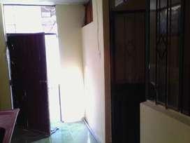 Se alquila departamento pequeño en San Martín de Socabaya.