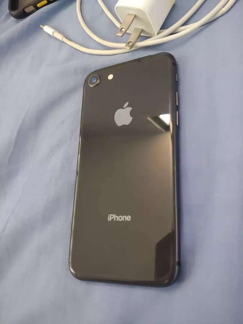 Iphone 8 de 64gb con r-sim como nuevo 0