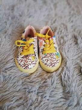 Zapatos diferentes tallas