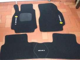 Tapetes nuevos para automóviles en alfombra