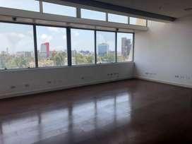 Alquiler de Oficina en Moderno Centro Empresarial de San Isidro