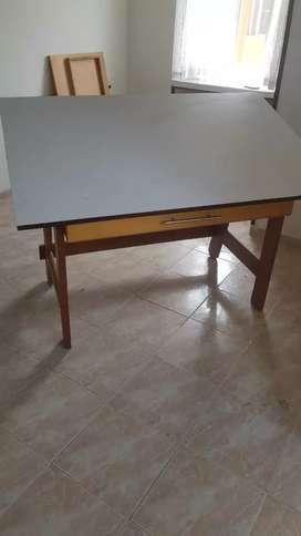 Mesa de dibujo en madera