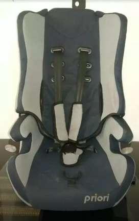 Se vende silla para bebe para el carro , poco uso excelente estado.