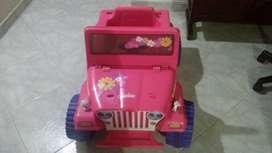 Carro eléctrico montable, Jeep de la barbie power wheels- fisher price