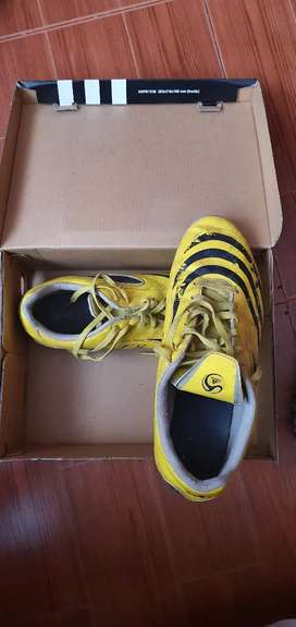 Zapatos de fútbol usados de pupos Adidas F5 originales
