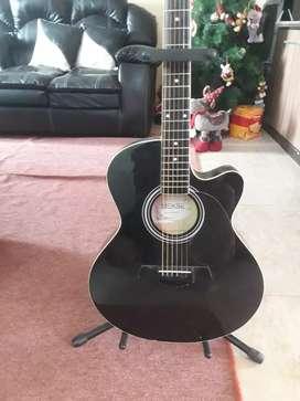 Guitarra Electroacustica , mekse seminueva con cuerdas addario
