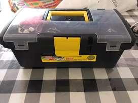 Vendo caja de pesca ( solo la caja, no incluye lo que tiene adentro)