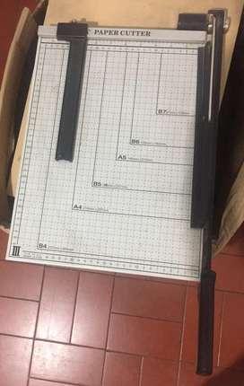 cortadora papel guillotina