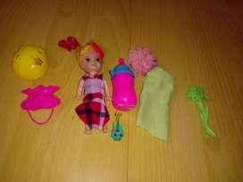 Barbie chiquita con todas sus cosas