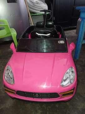 Carro eléctrico de niña